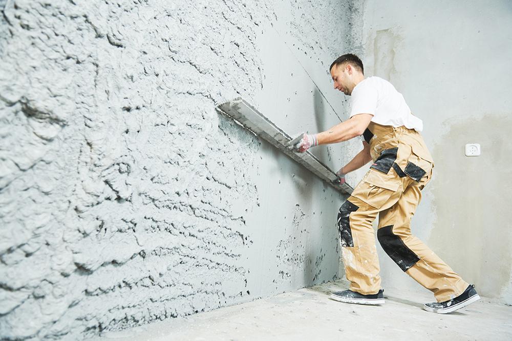 Jakie tynki maszynowe zastosować. Tynki gipsowe i cementowo wapienne – wady i zalety.